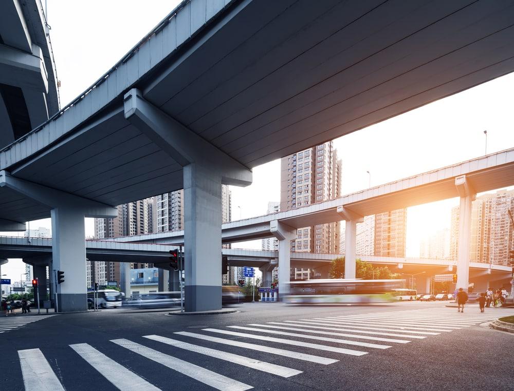 imagen de unos puentes en la ciudad
