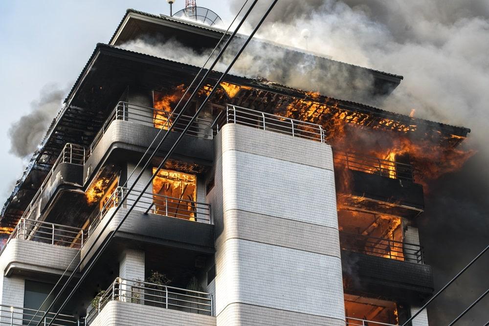 Un incendio en un edificio
