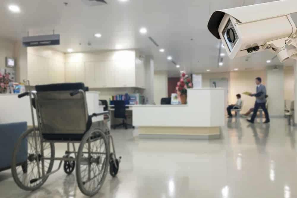 El turismo sanitario obliga a reforzar la seguridad en los hospitales